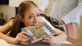 Kitap Okuyan Mini Etekli Liseli Kıza Tecavüz